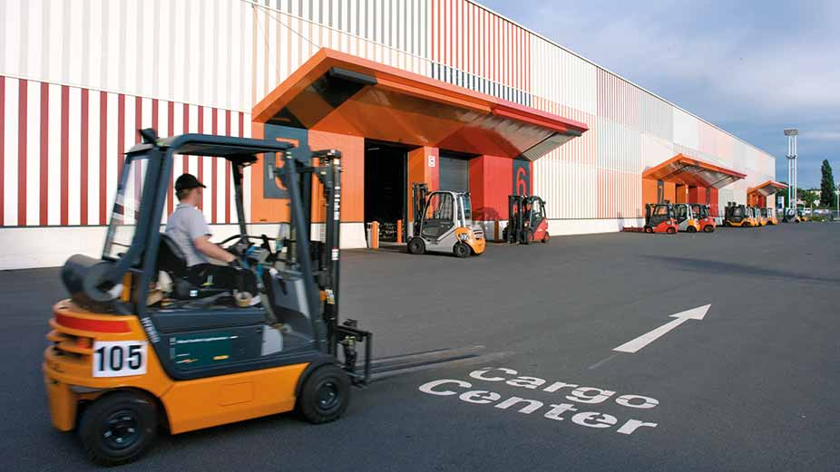 Preparation for FAIRS & EXHIBITION in Dubai- exhibition logistics services in UAE